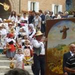 "Ingresso delle ""Canestrelle"" in Chiesa"